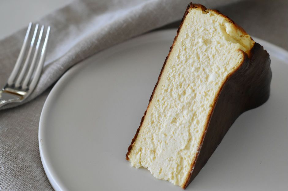 https://yemek.com/tarif/san-sebastian-cheesecake-4/ | San Sebastian Cheesecake Tarifi