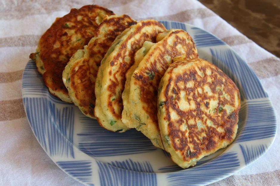https://yemek.com/tarif/sebzeli-peynirli-kasik-dokmesi/ | Sebzeli Peynirli Kaşık Dökmesi Tarifi