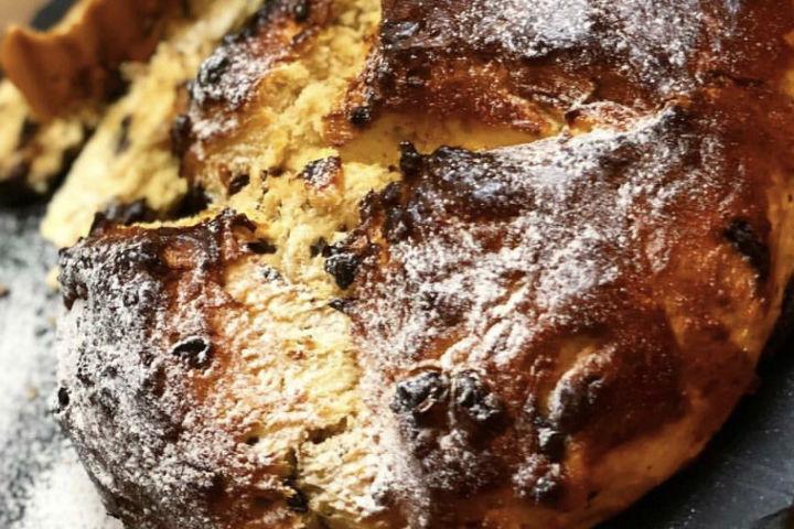 https://yemek.com/tarif/mahlepli-cikolatali-ekmek/ | Mahlepli Çikolatalı Ekmek Tarifi