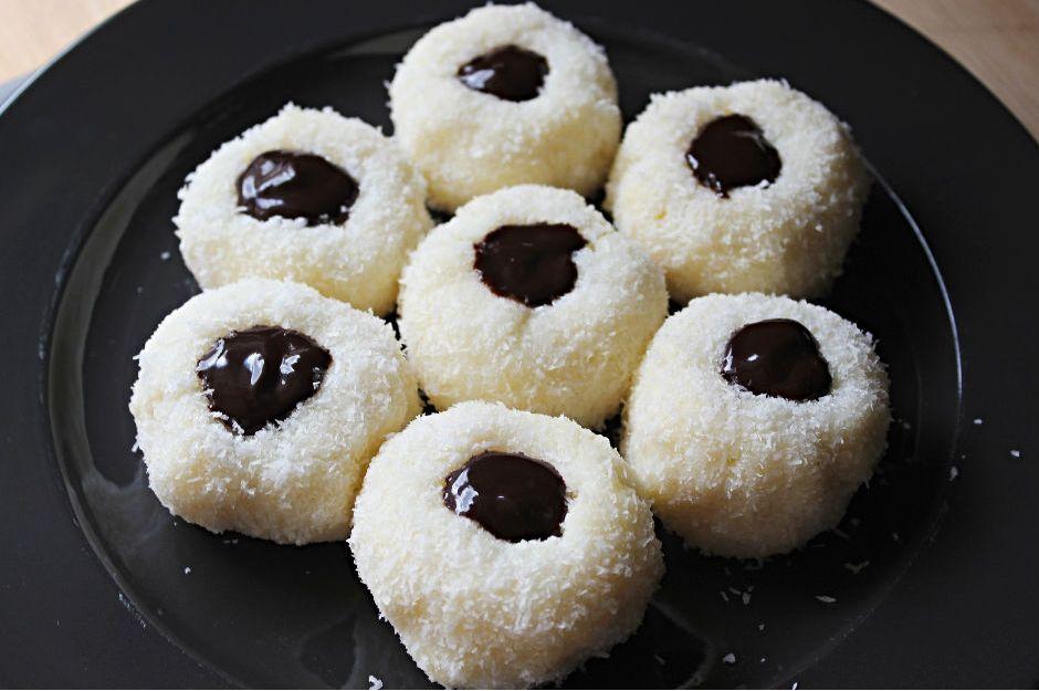 https://yemek.com/tarif/irmikli-cikolatali-lokum/ | İrmikli Çikolatalı Lokum Tarifi