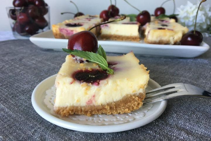https://yemek.com/tarif/kirazli-cheesecake/ | Kirazlı Cheesecake Tarifi
