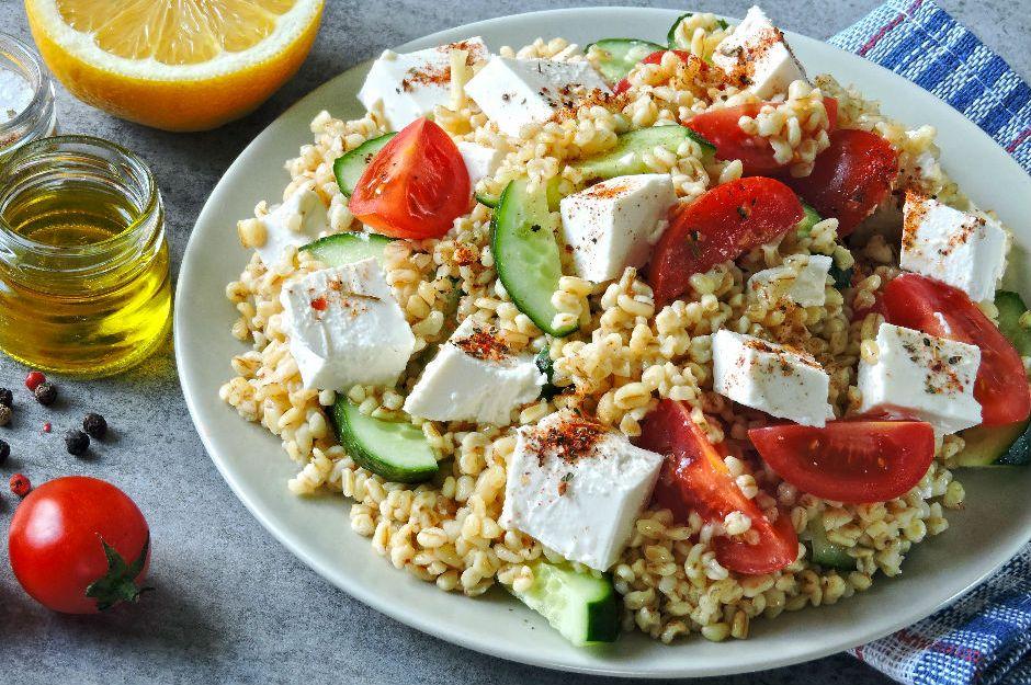 https://yemek.com/tarif/peynirli-bulgur-salatasi/ | Peynirli Bulgur Salatası Tarifi