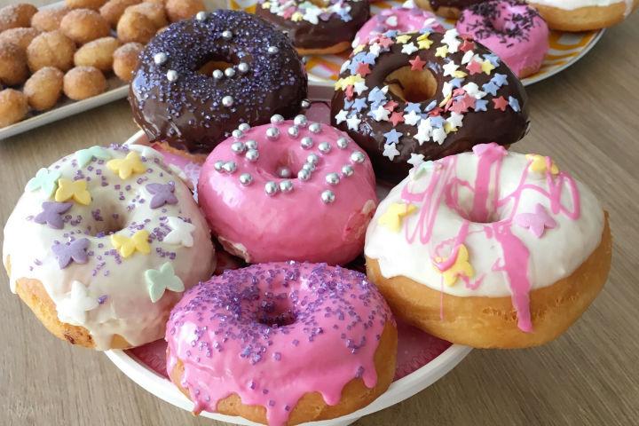 https://yemek.com/tarif/rengarenk-donut/ | Rengarenk Donut Tarifi