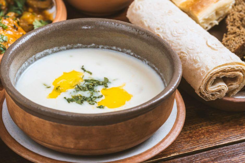 https://yemek.com/tarif/soguk-yaz-corbasi/ | Soğuk Yaz Çorbası Tarifi
