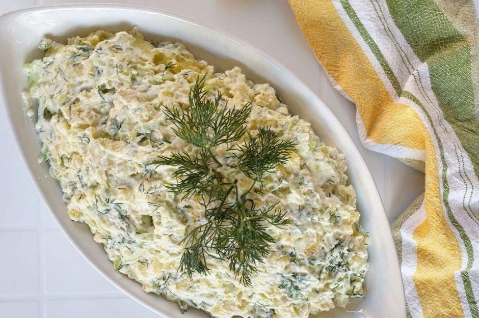 https://yemek.com/tarif/dereotlu-yogurtlu-patates-salatasi/ | Dereotlu Yoğurtlu Patates Salatası Tarifi