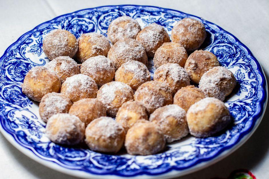 https://yemek.com/tarif/tarcinli-lokmalik-kurabiye/ - Tarçınlı Lokmalık Kurabiye Tarifi