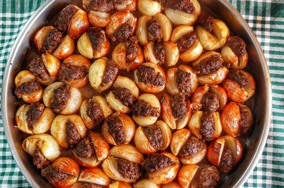 https://yemek.com/tarif/nar-eksili-sogan-kebabi/#.XXh6rpNKjOQ | Nar Ekşili Soğan Kebabı Tarifi