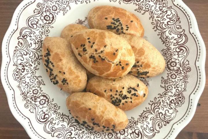 https://yemek.com/tarif/pratik-peynirli-pogaca/ | Pratik Peynirli Poğaça Tarifi