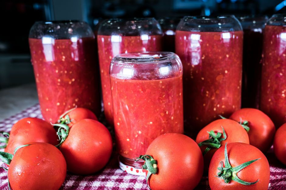 https://yemek.com/tarif/sarimsakli-domates-sos/ | Sarımsaklı Domates Sos Tarifi