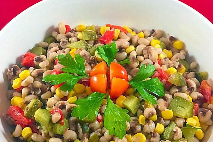 https://yemek.com/tarif/borulce-salatasi-2/   Börülce Salatası Tarifi