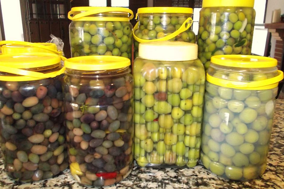 https://chicaandaluza.com/2011/11/20/pickled-olives/ |chicaandaluza.com