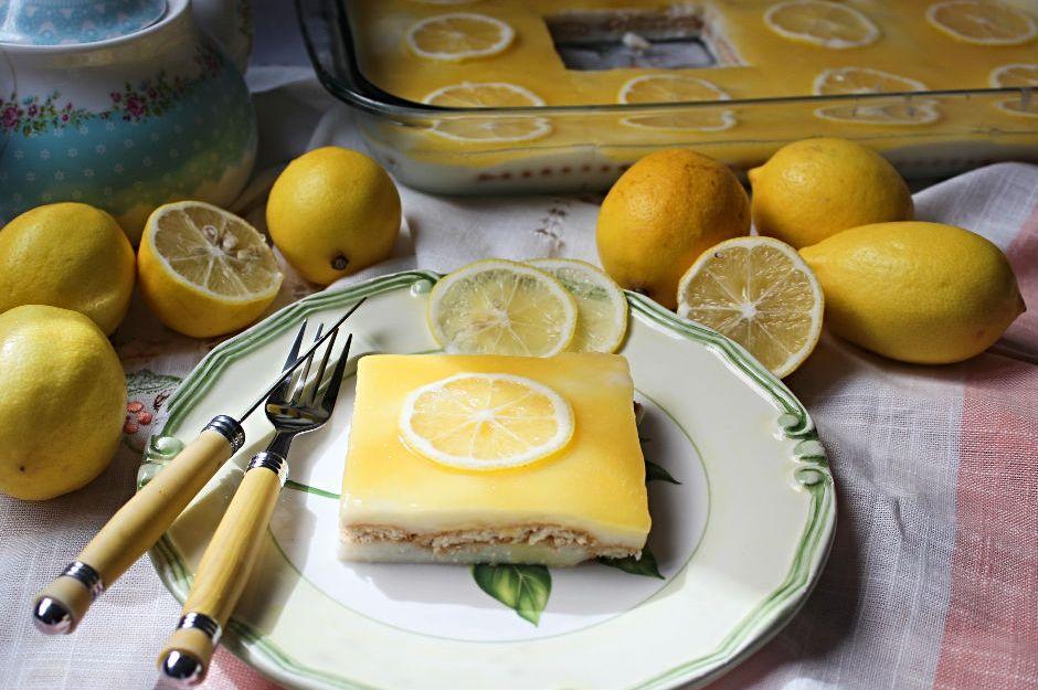 https://yemek.com/tarif/limonlu-biskuvili-pasta/ | Limonlu Bisküvili Pasta Tarifi
