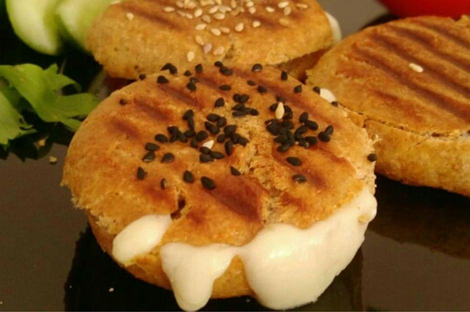 https://yemek.com/tarif/kasarli-pogaca-tost/ | Kaşarlı Poğaça Tost Tarifi