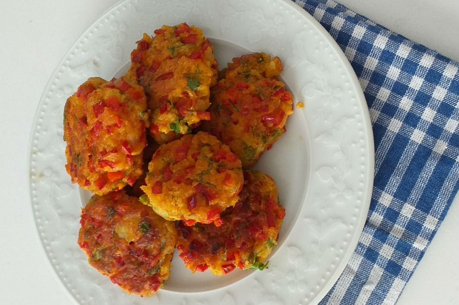 https://yemek.com/tarif/patatesli-pisi/ | Patatesli Pişi Tarifi