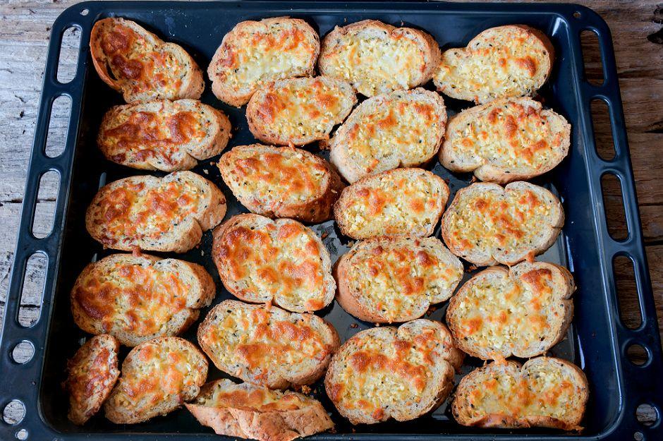 https://yemek.com/tarif/firinda-ekmek-kizartmasi/ | Fırında Ekmek Kızartması Tarifi