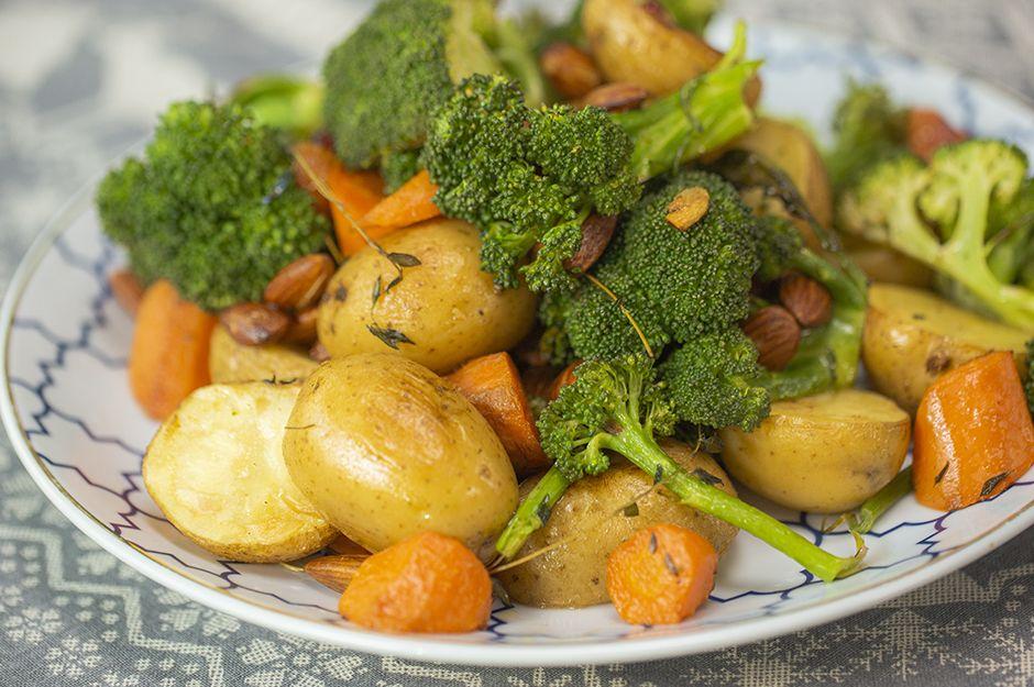 https://yemek.com/tarif/firinda-renkli-sebzeler/ | Fırında Renkli Sebzeler Tarifi