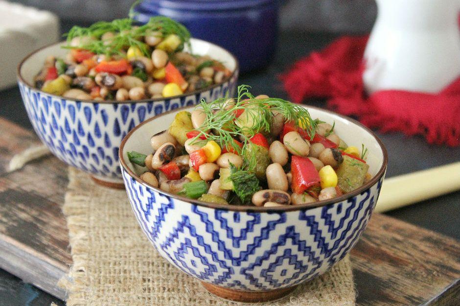 https://yemek.com/tarif/kuru-borulce-salatasi/ | Kuru Börülce Salatası Tarifi
