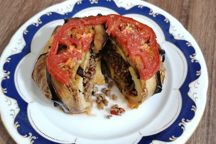 https://yemek.com/tarif/patlican-kapama-2/| Patlıcan Kapama Tarifi