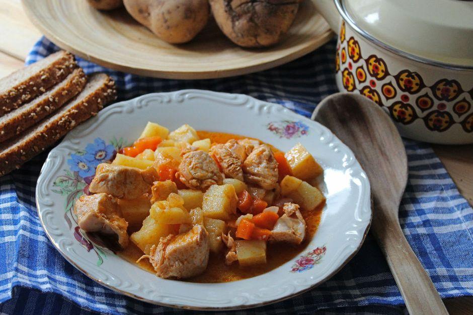 https://yemek.com/tarif/tavuklu-patates-yemegi/ | Tavuklu Patates Yemeği Tarifi