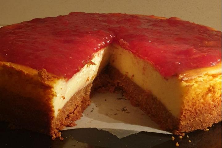https://yemek.com/tarif/cilekli-cheesecake-2/ | Çilekli Cheesecake Tarifi