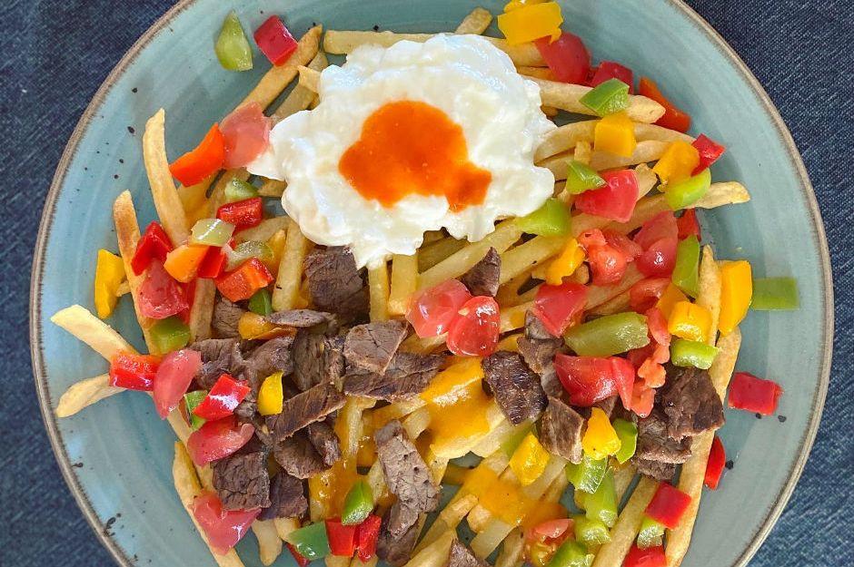 https://yemek.com/tarif/carne-asada-fries/ | Carne Asada Fries Tarifi