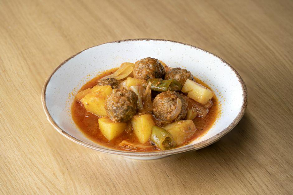 https://yemek.com/tarif/firin-posetinde-patatesli-kofte/   Fırın Poşetinde Patatesli Köfte Tarifi