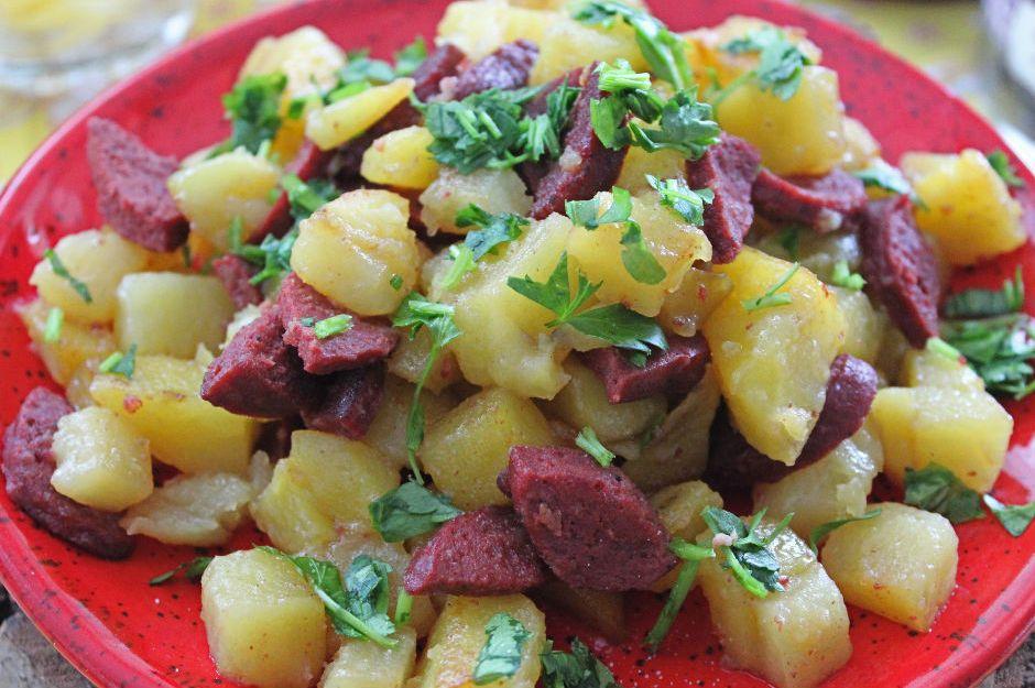 patatesli-sucuk-kavurma-tarifi