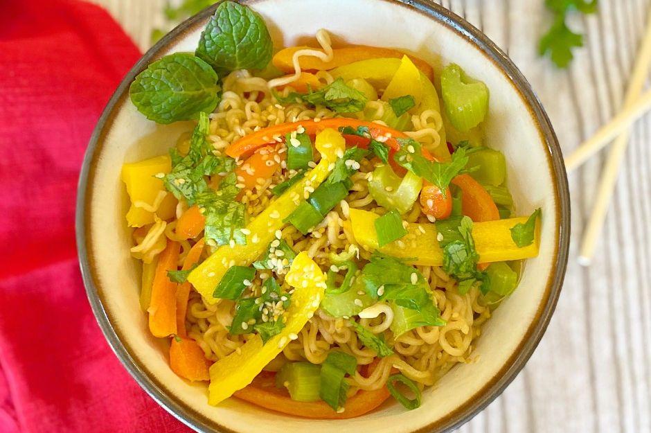 https://yemek.com/tarif/sebzeli-noodle-2/ | Sebzeli Noodle Tarifi