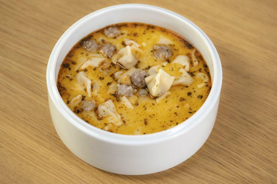 https://yemek.com/tarif/tereyagli-manti-corbasi/ | Tereyağlı Mantı Çorbası Tarifi