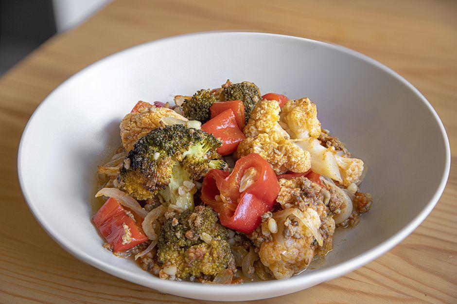 https://yemek.com/tarif/firinda-kiymali-sebze-yemegi/   Fırında Kıymalı Sebze Yemeği Tarifi