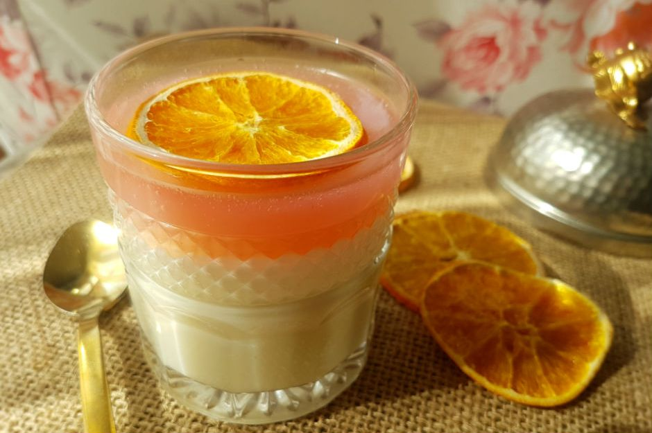 https://yemek.com/tarif/kan-portakali-limonlu-muhallebi/ | Kan Portakallı ve Limonlu Muhallebi Tarifi