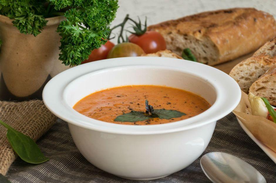 https://yemek.com/tarif/kozlenmis-biberli-domates-corbasi/   Közlenmiş Biberli Domates Çorbası Tarifi