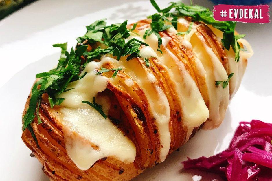 https://yemek.com/tarif/peynirli-yaprak-patates/   Peynirli Yaprak Patates Tarifi