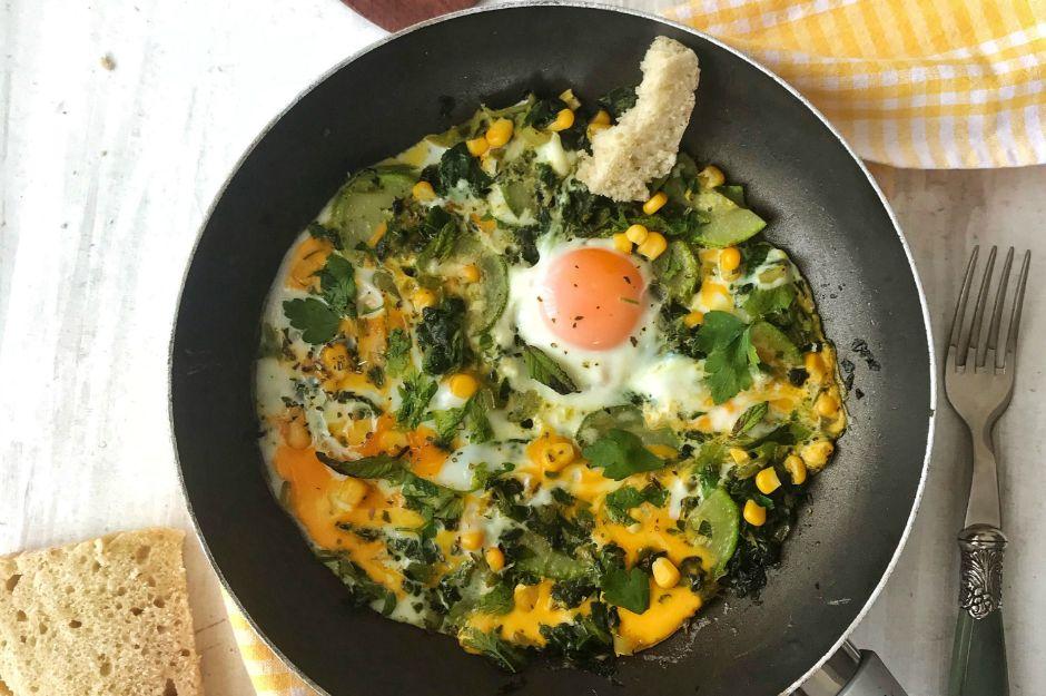 https://yemek.com/tarif/kabakli-ve-otlu-yumurta/ | Kabaklı ve Otlu Yumurta Tarifi