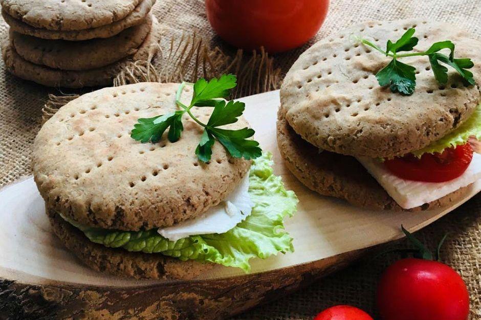 https://yemek.com/tarif/saglikli-karabugday-sandvic-ekmegi/ | Sağlıklı Karabuğday Sandviç Ekmeği Tarifi
