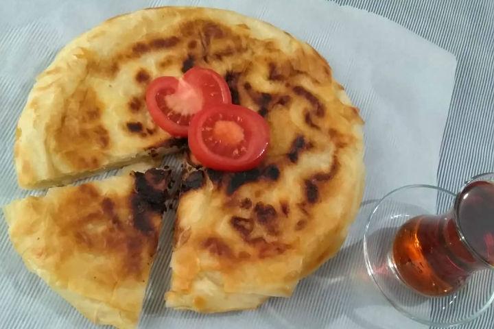https://yemek.com/tarif/pratik-peynirli-borek/ | Pratik Peynirli Börek Tarifi