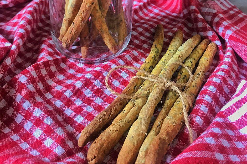 https://yemek.com/tarif/chiali-corekotlu-cubuk/ | Chialı Çörek Otlu Çubuk Tarifi