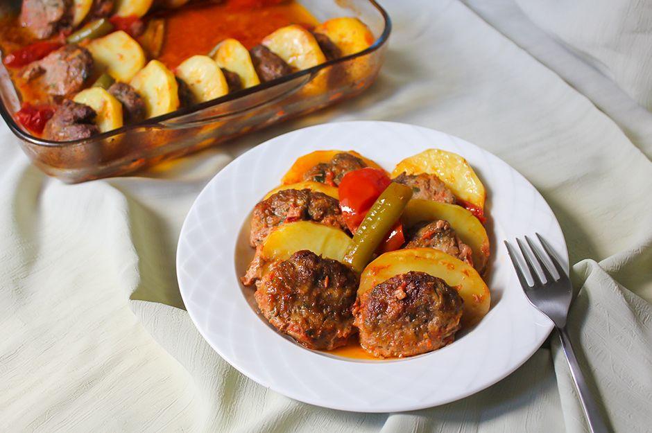 https://yemek.com/tarif/patatesli-kofte-dizmesi/ | Patatesli Köfte Dizmesi Tarifi
