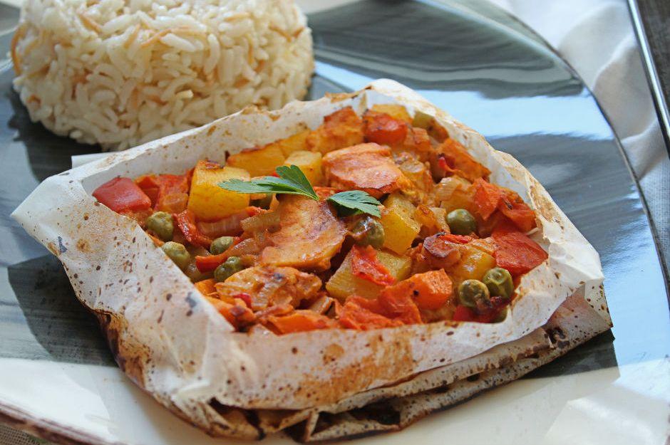 https://yemek.com/tarif/tavuklu-pratik-kagit-kebabi/   Tavuklu Pratik Kağıt Kebabı Tarifi