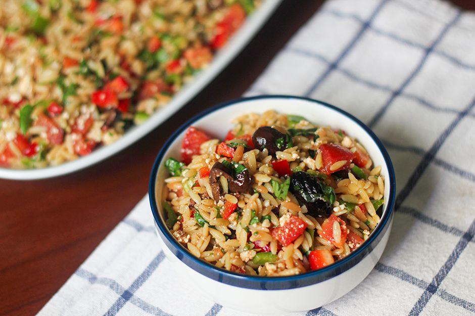 https://yemek.com/tarif/arpa-sehriyeli-yaz-salatasi/ | Arpa Şehriyeli Yaz Salatası Tarifi