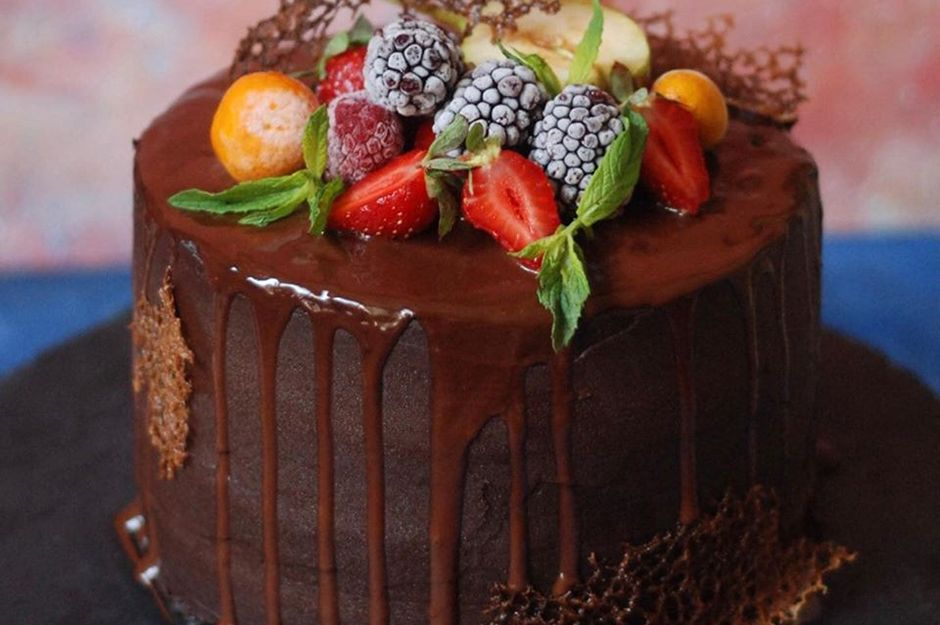 https://yemek.com/tarif/cikolatali-meyveli-pasta-2/ | Çikolatalı Meyveli Pasta Tarifi