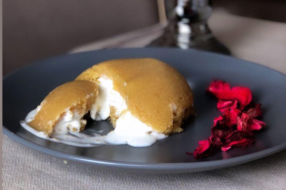 https://yemek.com/tarif/dondurmali-pratik-irmik-helvasi/ | Dondurmalı Pratik İrmik Helvası Tarifi