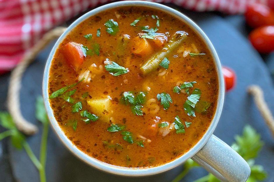https://yemek.com/tarif/minestrone-corbasi-3/ | Minestrone Çorbası Tarifi
