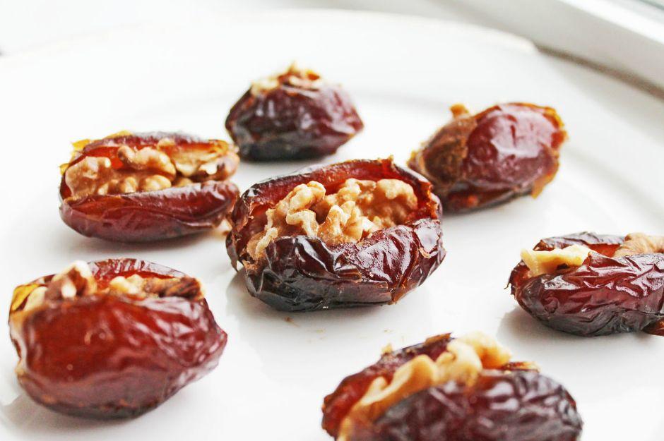 https://www.cleaneatingrecipesblog.com/clean-eating-recipe-walnut-stuffed-dates/ | cleaneatingrecipesblog