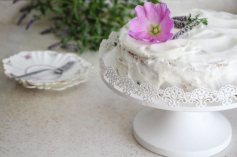 https://yemek.com/tarif/kremali-yas-pasta/ | Kremalı Yaş Pasta Tarifi