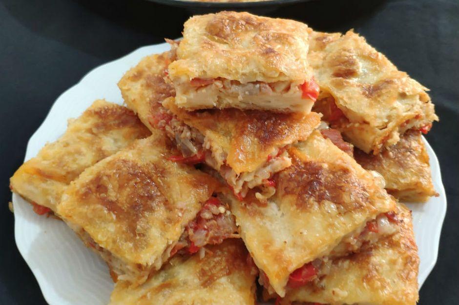 https://yemek.com/tarif/patlicanli-kiymali-borek/ | Patlıcanlı Kıymalı Börek Tarifi