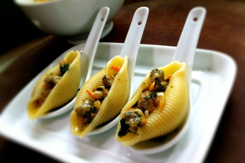 https://thebigfatnoodle.com/seafood/conghiglioni-vongole-surprise-amuse-bouche/ | thebigfatnoodle