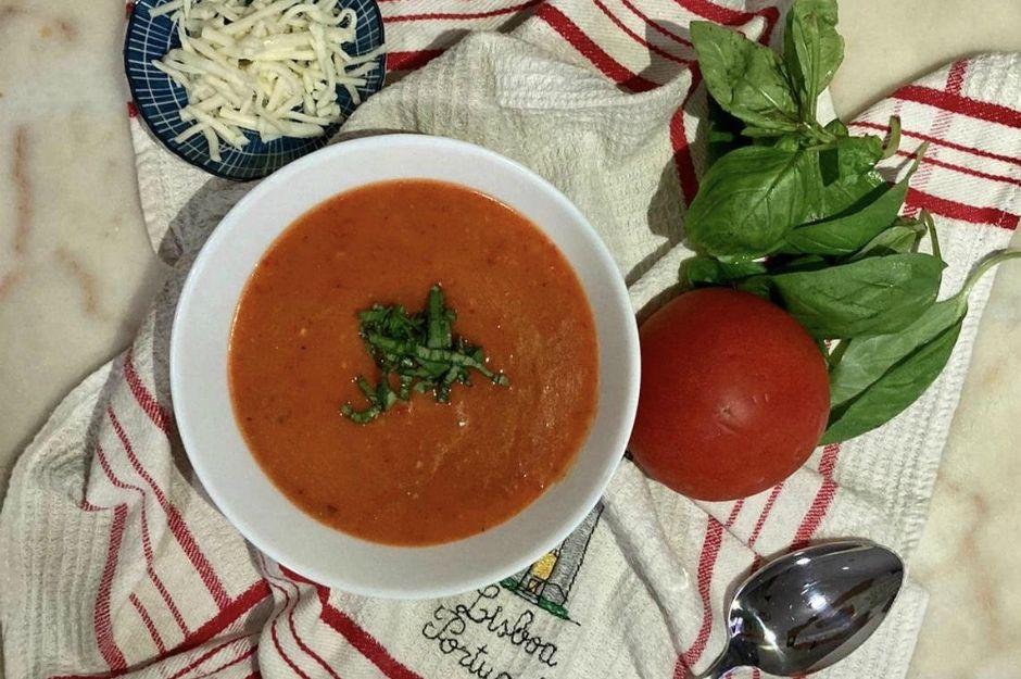 https://yemek.com/tarif/kozlenmis-biberli-domates-corbasi-2/ | Közlenmiş Biberli Domates Çorbası Tarifi