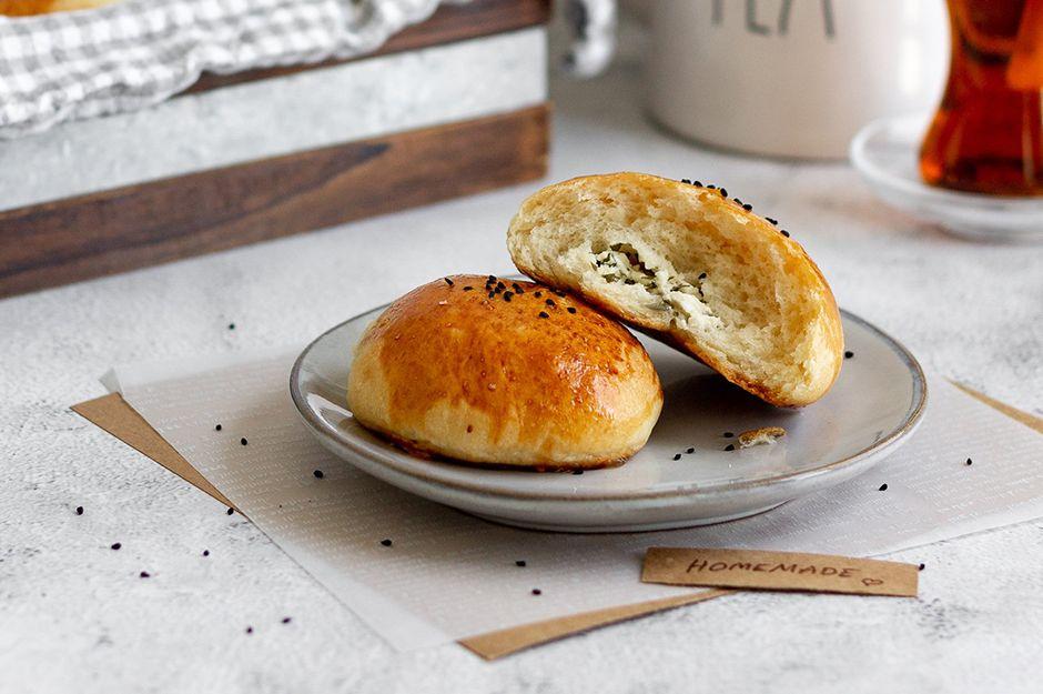 https://yemek.com/tarif/peynirli-yumusak-pogaca/ | Peynirli Yumuşak Poğaça Tarifi