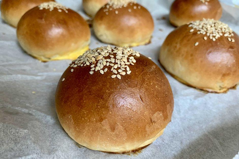 https://yemek.com/tarif/pofuduk-hamburger-ekmegi/   Pofuduk Hamburger Ekmeği Tarifi